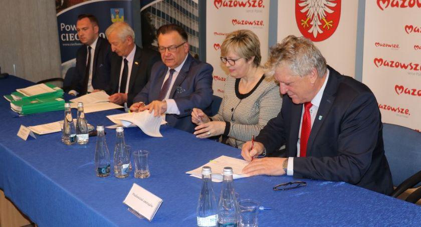 Inwestycje, Samorządy powiatu ciechanowskiego dofinansowaniem przebudowę dróg [zdjęcia] - zdjęcie, fotografia
