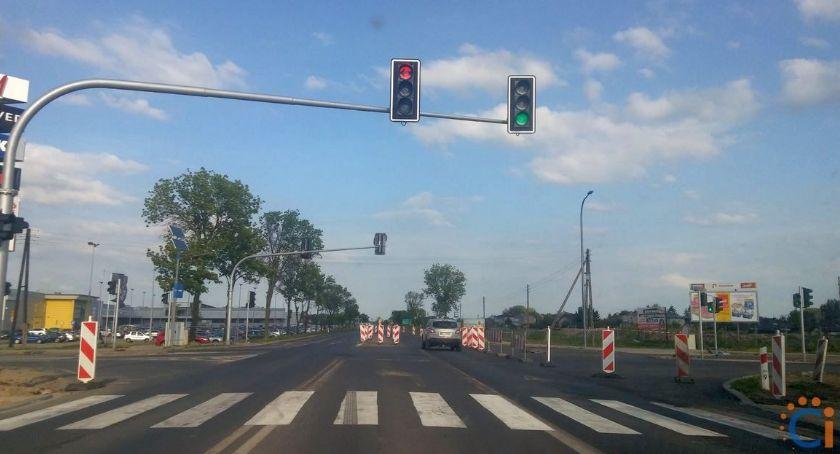 Społeczeństwo, Dochodzi wielu kolizji wypadków skrzyżowaniu centrum handlowym będzie bezpieczniej - zdjęcie, fotografia