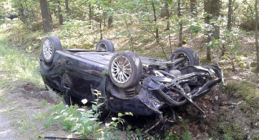 Wypadki drogowe, Pijany kierowca doprowadził dachowania [zdjęcia] - zdjęcie, fotografia
