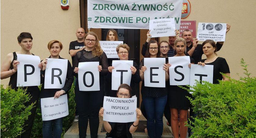 Społeczeństwo, Czarny poniedziałek pracowników Inspekcji Weterynaryjnej Protestują Ciechanowie - zdjęcie, fotografia