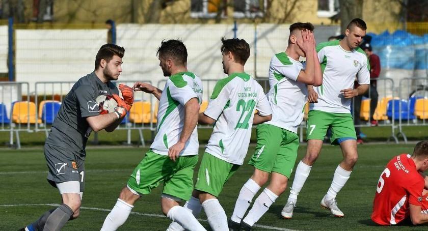 Piłka Nożna, Remis koniec sezonu Ciechanów żegna czwartą ligą - zdjęcie, fotografia