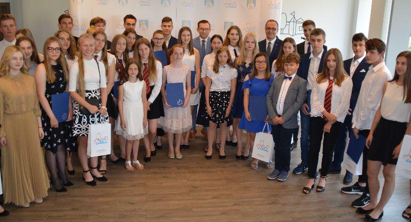 Edukacja, Najlepsi uczniowie Ciechanowa nagrodami prezydenta - zdjęcie, fotografia