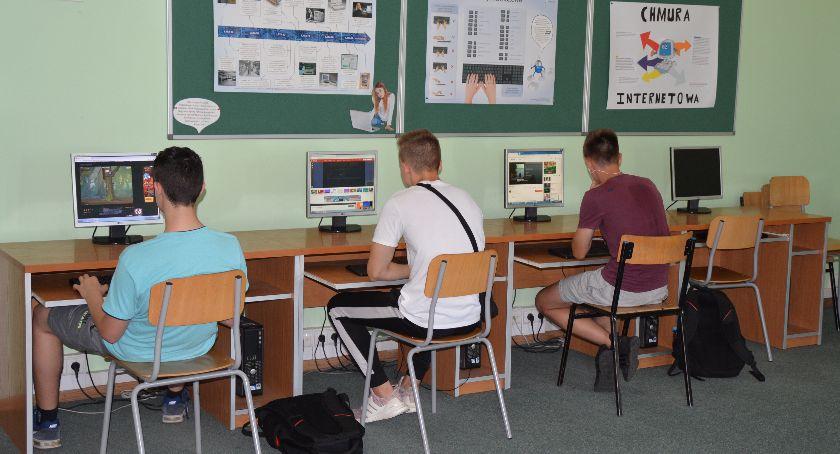 Edukacja, Przestarzały sprzęt zniknie dwóch ciechanowskich szkół - zdjęcie, fotografia
