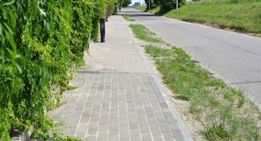 Inwestycje, Chodnik gotowy Radny apeluje naprawę drogi - zdjęcie, fotografia