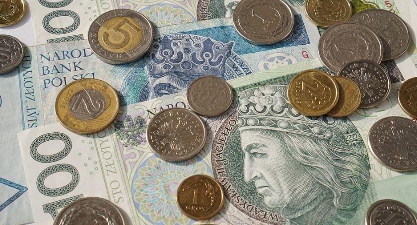 Ekonomia, listonosz Seniorzy naszego regionu podzieleni - zdjęcie, fotografia