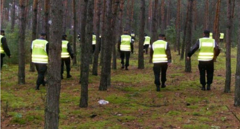 Poszukiwani/Zaginieni, Poszukiwali zaginionego Sprowadzili śmigłowiec tropiącego - zdjęcie, fotografia