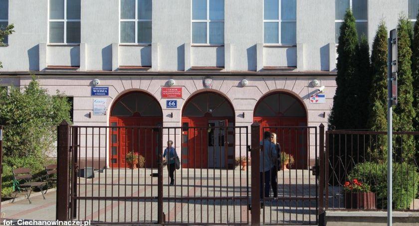 Edukacja, Wyniki matur wypadły ciechanowskie szkoły - zdjęcie, fotografia