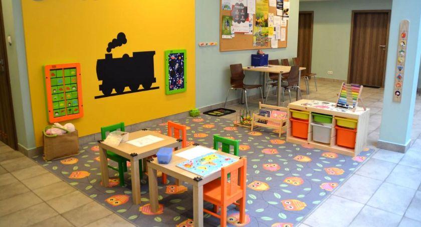 Społeczeństwo, ratuszu pojawiły przewijaki kąciki zabaw dzieci - zdjęcie, fotografia