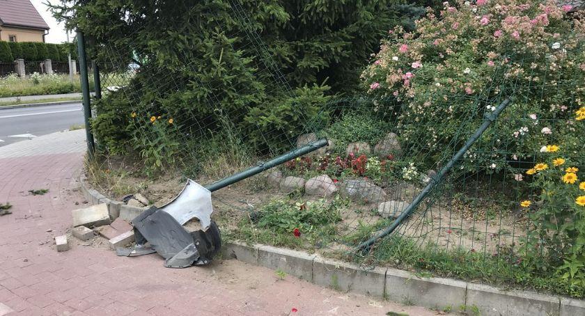 Pijani Kierowcy, Uderzył ogrodzenie Krubinie odjechał kompletnie pijany - zdjęcie, fotografia