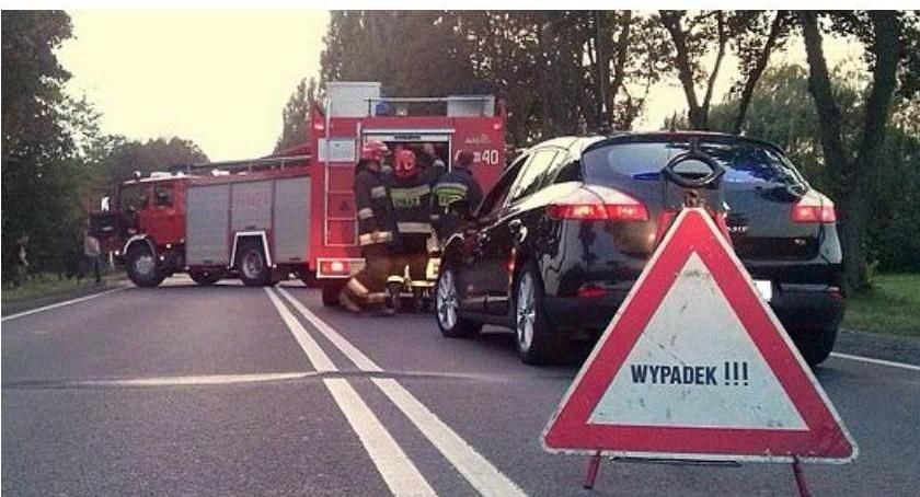 Wypadki drogowe, Citroen dachował gminie Gołymin Ośrodek - zdjęcie, fotografia