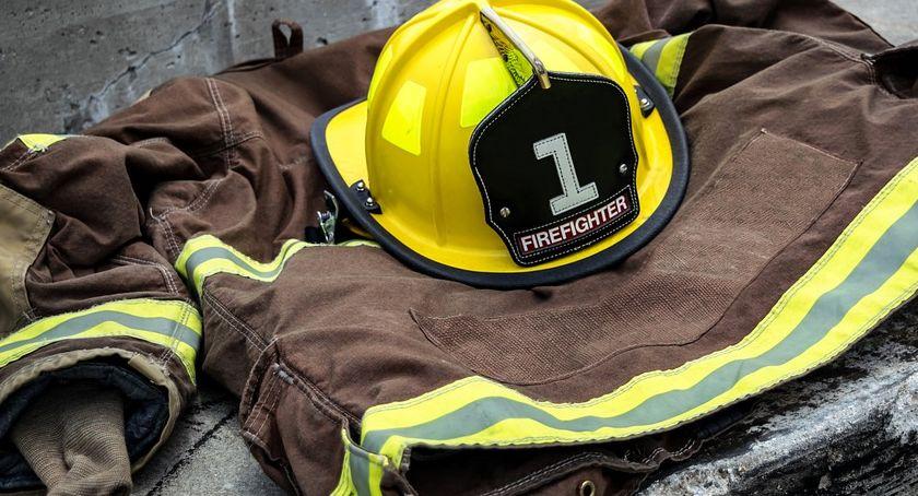 Działania Strażaków, Dzielny strażak uratował człowieka przed utonięciem Dzisiaj otrzyma nagrodę - zdjęcie, fotografia