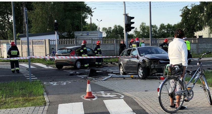 Wypadki drogowe, Zderzenie osobówek Leśnej Jeden kierowców pijany - zdjęcie, fotografia
