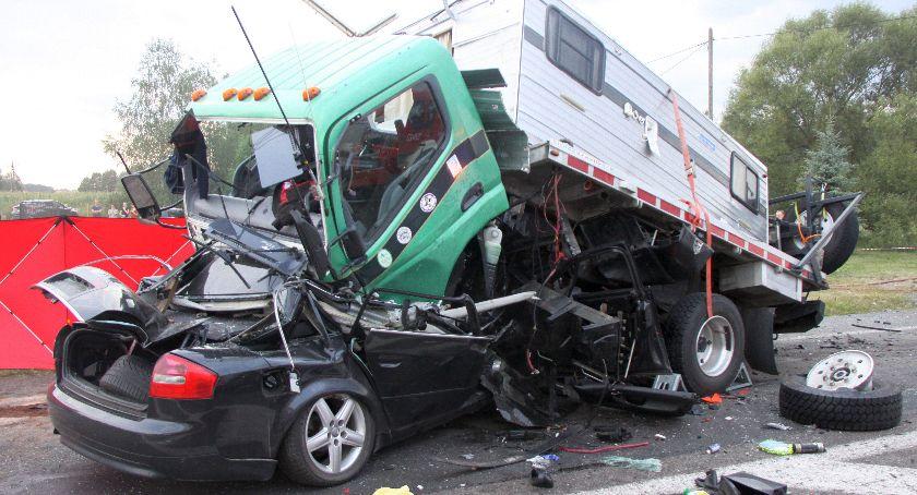Wypadki drogowe, Tragiczny finał zderzenia ciężarówką - zdjęcie, fotografia