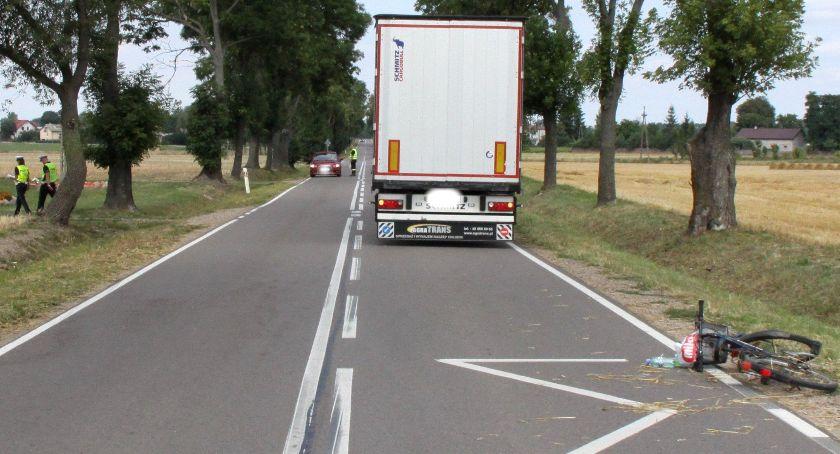 Wypadki drogowe, latka rowerze uderzyła ciężarówkę - zdjęcie, fotografia