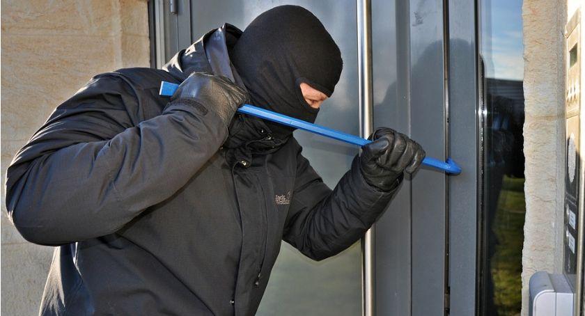 Kradzieże i włamania, Kolejne włamania Ciechanowie Policja apeluje mieszkańców - zdjęcie, fotografia