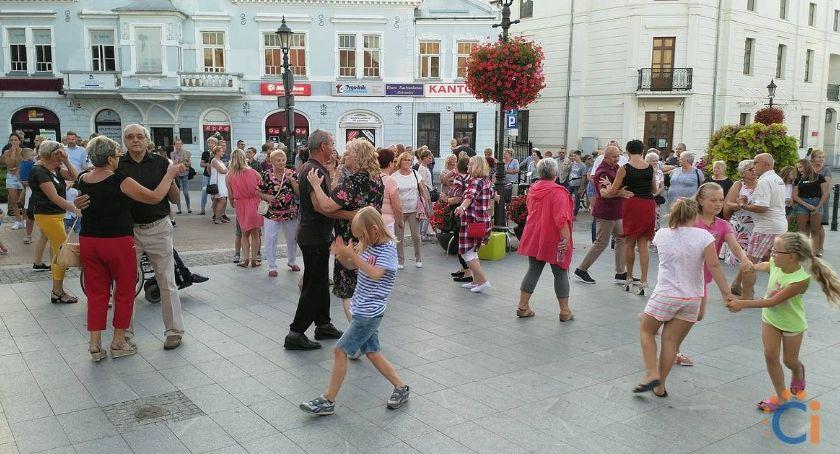 Taniec, Roztańczona Warszawska Ciechanowianie bawili deptaku [zdjęcia] - zdjęcie, fotografia