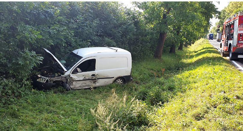 Wypadki drogowe, Podczas wymijania doprowadził zderzenia ciężarówką [zdjęcia] - zdjęcie, fotografia