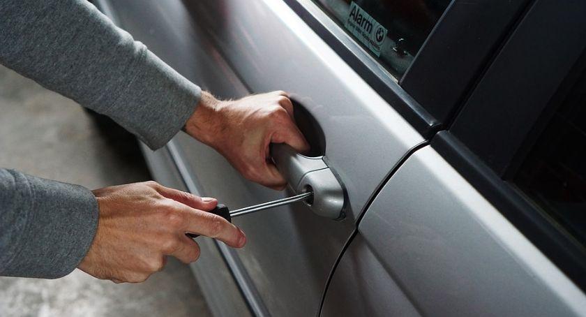 Kradzieże i włamania, Uwaga! Ciechanowie kradną części samochodowe - zdjęcie, fotografia