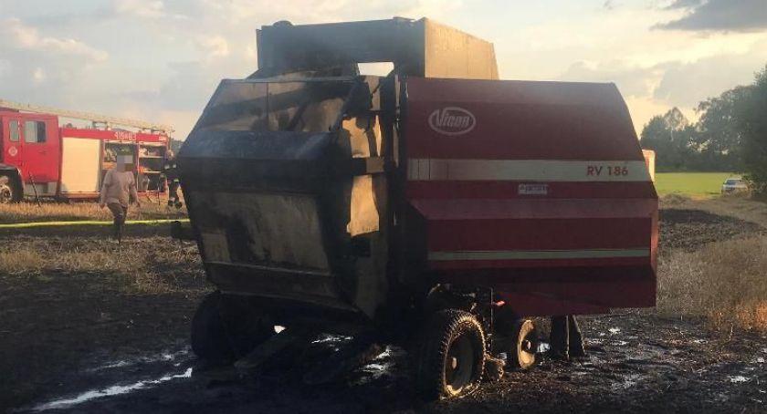Pożary, Pożar maszyny rolniczej uprawy gminie Regimin [zdjęcia] - zdjęcie, fotografia