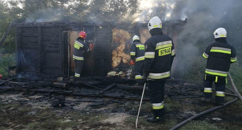 Pożary, gminie Ojrzeń spłonął domek letniskowy [zdjęcia] - zdjęcie, fotografia