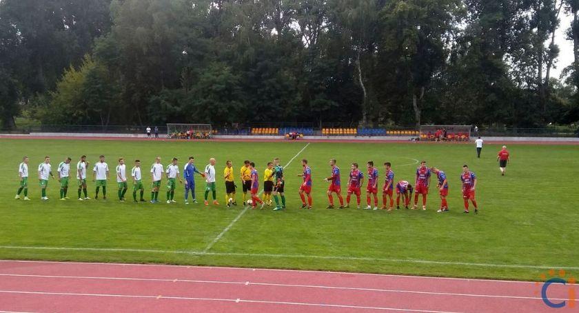 Piłka Nożna, przegrał przed własną publicznością Narwią - zdjęcie, fotografia