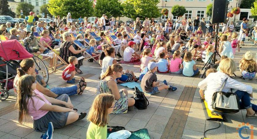 Teatr, Opowieści Wagantów przed ciechanowskim ratuszem - zdjęcie, fotografia