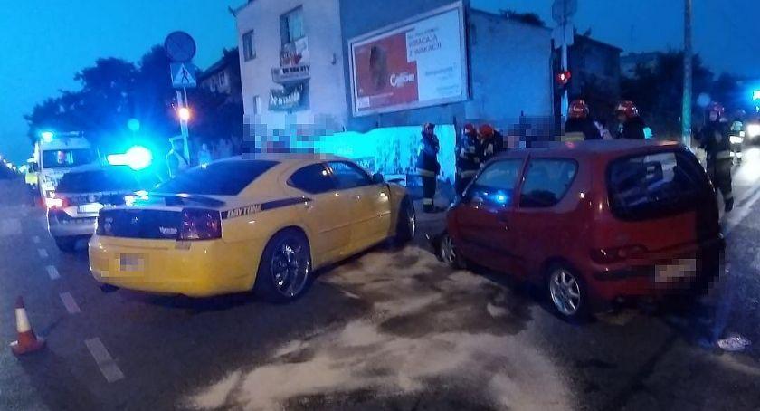 Wypadki drogowe, Dodge zderzył Seicento centrum Ciechanowa [zdjęcia] - zdjęcie, fotografia
