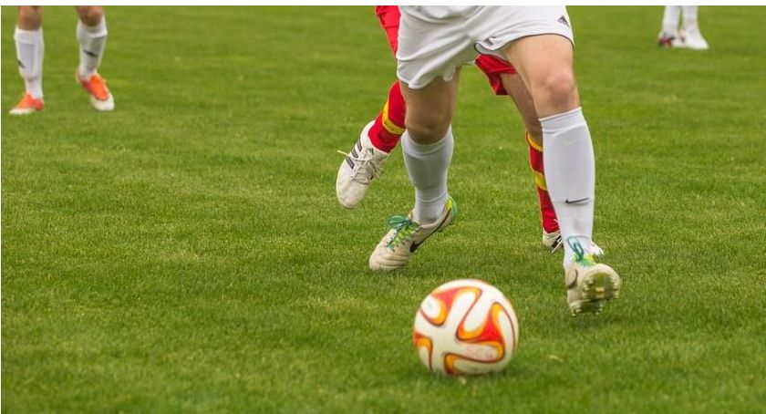 Piłka Nożna, Okręgowa Przegrane Kryształu Tęczy - zdjęcie, fotografia
