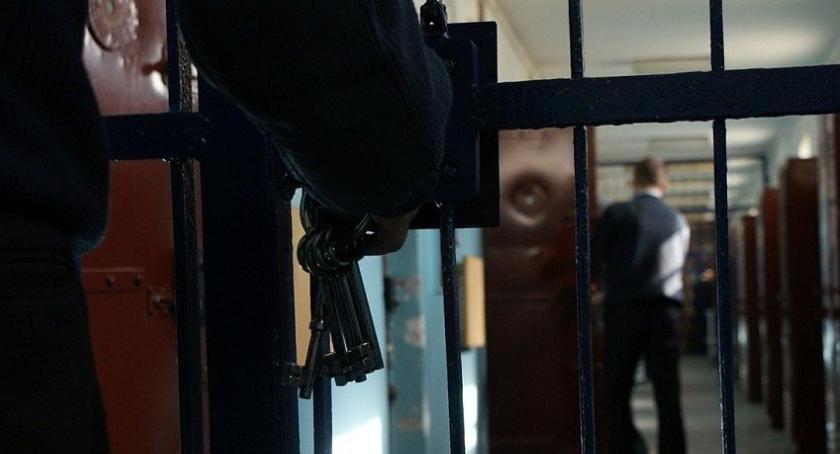 Policyjne interwencje, Pijany kierowca spowodował kolizję Ciechanowie mieszkaniu znaleziono narkotyki - zdjęcie, fotografia