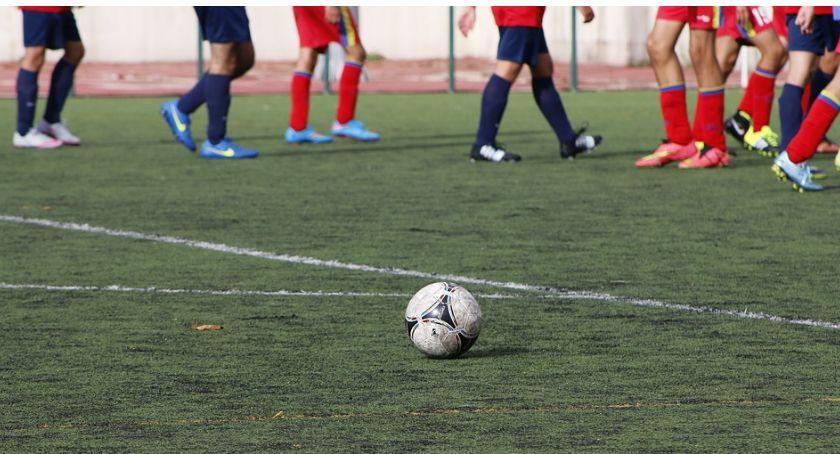 Piłka Nożna, Kryształ gromi Tęcza przegrywa - zdjęcie, fotografia