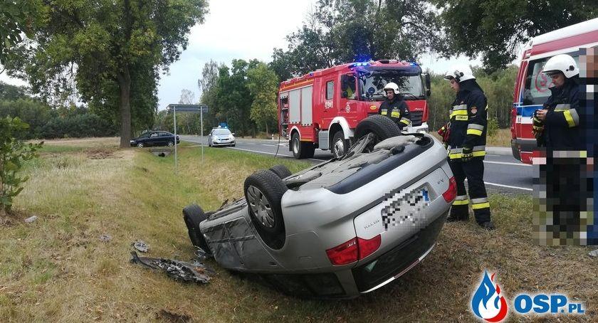 Wypadki drogowe, Wyprzedzał ciężarówkę dachował Groźne zdarzenie powiecie ciechanowskim [zdjęcia] - zdjęcie, fotografia