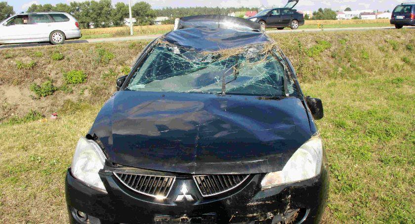 Wypadki drogowe, Cztery osoby ranne zderzeniu osobówek [zdjęcia] - zdjęcie, fotografia