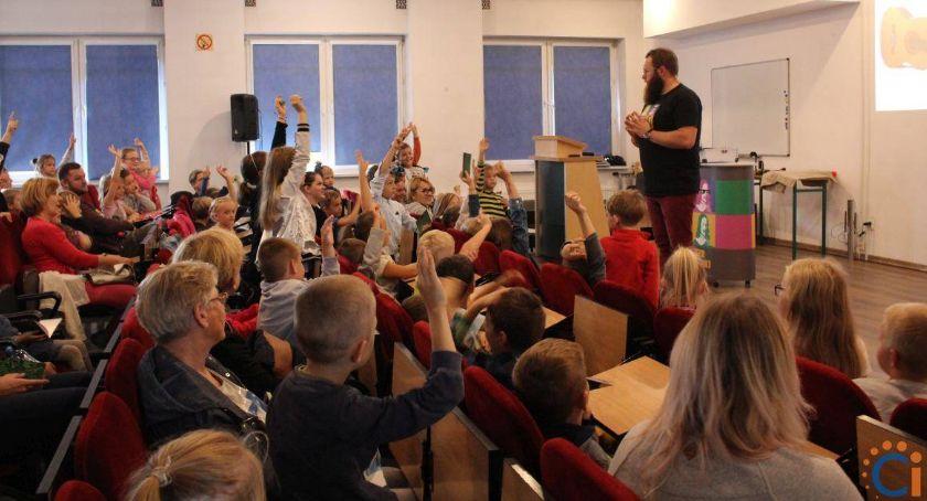 Edukacja, Dziecięca Akademia Naukowych Inspiracji Ciechanowie Ruszyły zapisy wykłady - zdjęcie, fotografia
