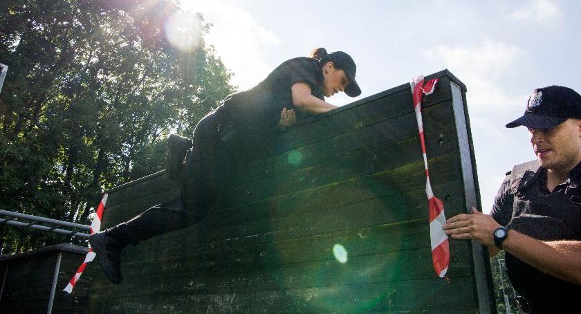 Społeczeństwo, Spróbuj swoich torze przeszkód Ciechanowska policja organizuje Dzień Otwarty - zdjęcie, fotografia