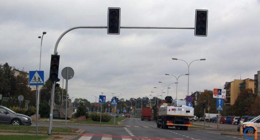Interwencje, Wasze Uważajcie Armii Krajowej! skrzyżowaniu działa sygnalizacja - zdjęcie, fotografia