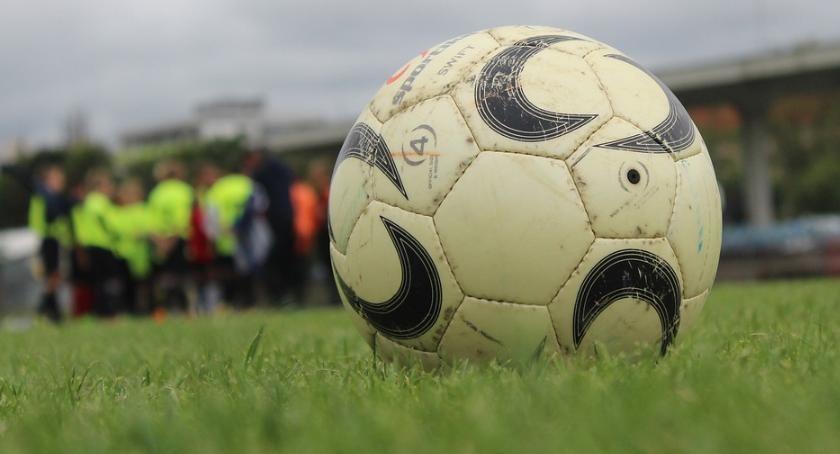 Piłka Nożna, Wyjazdowa wygrana Ograł Iskrę dziesiątkę - zdjęcie, fotografia