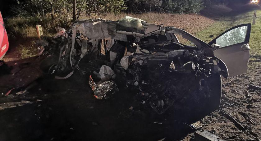 Wypadki drogowe, Osobówka zderzyła tirem Zginął pasażer [zdjęcia] - zdjęcie, fotografia