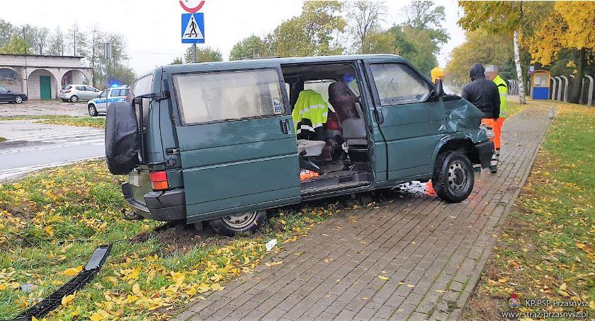 Wypadki drogowe, Groźny wypadek skrzyżowaniu Ciechanowem [zdjęcia] - zdjęcie, fotografia
