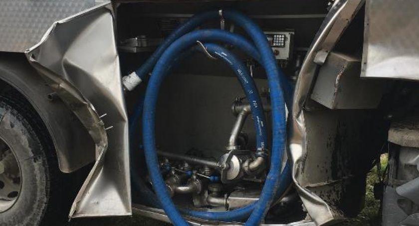 Wypadki drogowe, Zderzenie mleczarki ciągnikiem niedaleko Ciechanowa [zdjęcia] - zdjęcie, fotografia