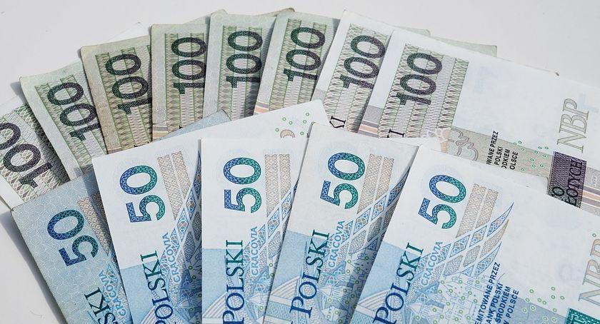 Policyjne interwencje, Mieszkanka Ciechanowa znalazła pieniędzy Policja szuka właściciela - zdjęcie, fotografia