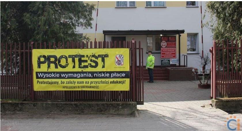 Edukacja, Nauczyciele Ciechanowa większości strajkiem Protest włoski ruszy wtorek - zdjęcie, fotografia