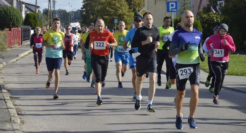 Bieganie, Święto biegania Glinojecku Zawodnicy walczyli puchar burmistrza [zdjęcia] - zdjęcie, fotografia