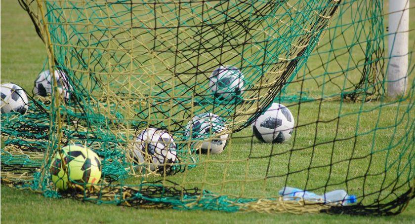 Piłka Nożna, Okręgowa Kryształ Tęcza wysoko przegrywają - zdjęcie, fotografia