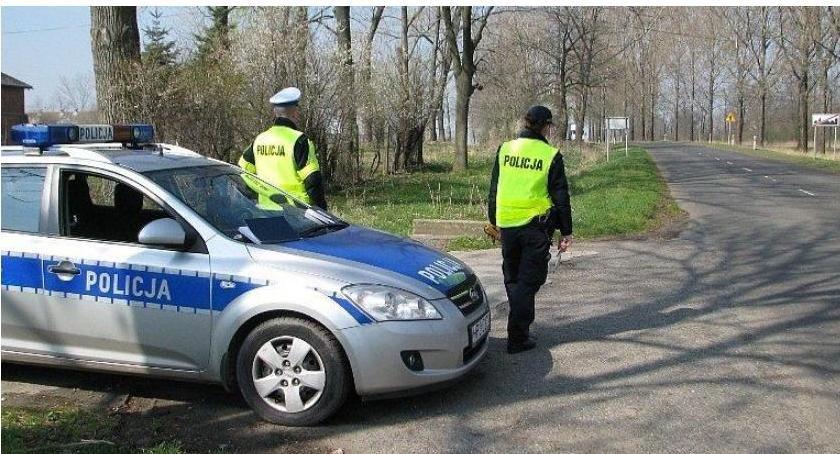 Działania Prewencyjne, drogach ciechanowskiego trwają policyjne kontrole - zdjęcie, fotografia