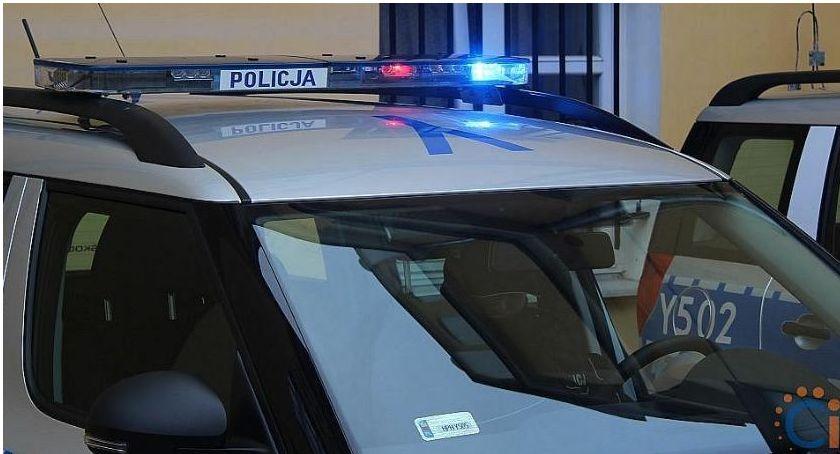 Wypadki drogowe, Sońsk Rowerzystka zjechała chodnika wprost koła samochodu - zdjęcie, fotografia
