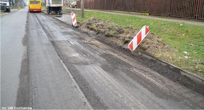 Samorząd, Miasto wydatki Mniej pieniędzy remonty dróg - zdjęcie, fotografia