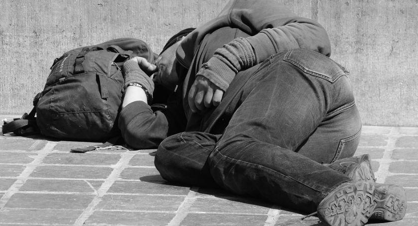 Społeczeństwo, sposób mieszkańcy Ciechanowa mogą pomóc osobom bezdomnym - zdjęcie, fotografia