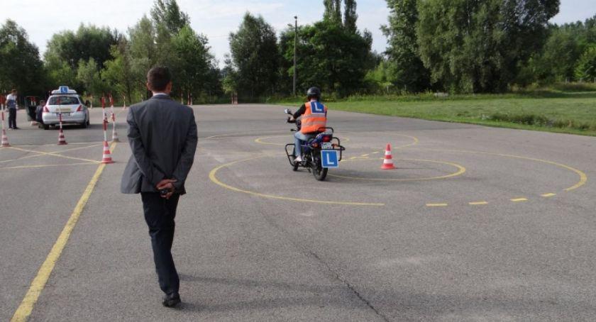 Komunikaty, Ciechanowie wstrzymuje egzaminy prawo jazdy - zdjęcie, fotografia
