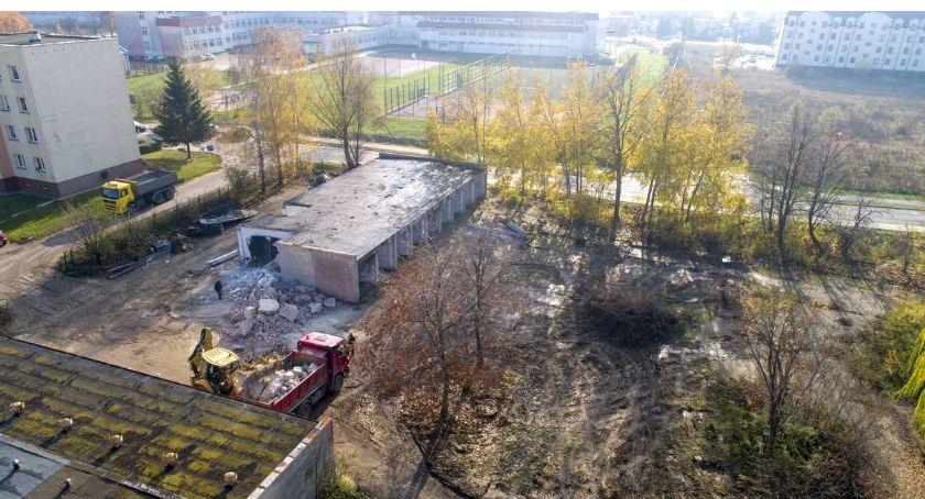 Inwestycje, osiedlu Powstańców Wielkopolskich ruszyła budowa nowego parkingu - zdjęcie, fotografia