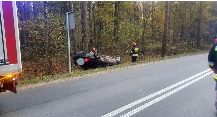 Wypadki drogowe, Dachowanie Rovera Kierowca pijany [zdjęcia] - zdjęcie, fotografia